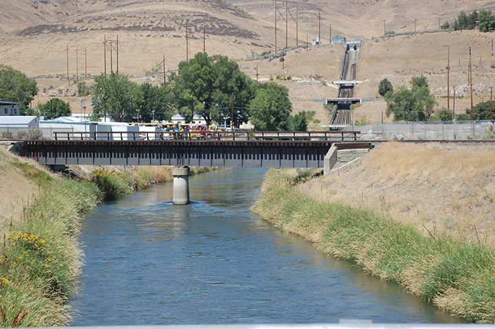 Yakima River at BOR Roza Spillway